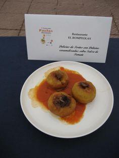 Delicias de tortos con delicias caramelizadas sobre salsa de tomate del Restaurante El Rompeolas