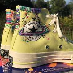 Aj morgan on the universe of peter max one of my favorite books inspired the vibe on these converse converse_br converse_style petermaxart fendi fall 2020 ready to wear fashion show Converse Outfits, Sneaker Outfits, Mode Converse, Estilo Converse, Converse Style, Sneakers Mode, High Top Sneakers, Diy Converse, Custom Converse