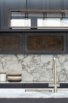 5-decus-interiors-fairlight-residence-kitchen-600x903