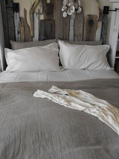 love the ecclectic look of this headboard