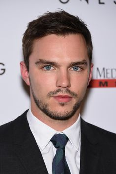 Nicholas Hoult at an event for Young Ones (2014) http://www.movpins.com/dHQyNjkzNjY0/young-ones-(2014)/still-2028796416
