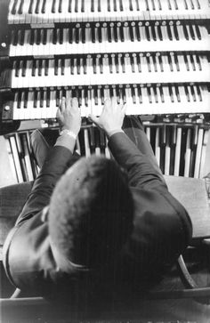 Ray Charles playing a Hammond organ. Possibly a set photo from Ballad In Blue, shot in 1964. From a Reporters Associés lot, with an unclear date stamp (1965?), put up for sale on Ebay.