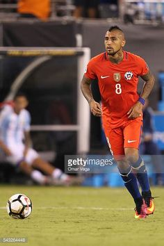 Arturo Vidal of Chile drives the ball during the championship match between Argentina and Chile at MetLife Stadium as part of Copa America Centenario. Copa America Centenario, Metlife Stadium, The Championship, Football Players, Baseball Cards, Sports, America's Cup, Buenos Aires Argentina, Soccer Players