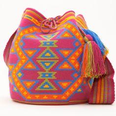 Hermosa Mochila Bag  WAYUU BAGS Form Crochet, Bead Crochet, Crochet Patterns, Tapestry Bag, Tapestry Crochet, Crochet Mandela, Mochila Crochet, Diy Bags Purses, Craft Bags