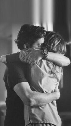 Hugs were invented to make people know that you love them without saying a word … Greys Anatomy Derek, Greys Anatomy Frases, Grey Anatomy Quotes, Greys Anatomy Cast, Image Couple, Meredith And Derek, Patrick Dempsey, Couple Photography Poses, Romantic Couples Photography