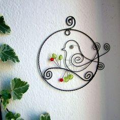 zápich je vyrobený z čierneho drôtu, doplnený korálikmi...je ošetren proti korozii....vhodný do kvetináčika, do vázičky.. skladom...