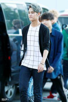 SEVENTEEN - Mingyu I love that shirt on him! ❤️