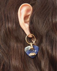 "199 Me gusta, 5 comentarios - Paola Vilas (@paolavilas) en Instagram: ""Breton earring in sodalite from our NEW COLLECTION #paolavilas . . . #wearableart #paint…"""