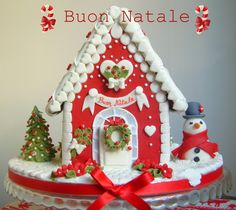 To celebrate the past Christmas, here is some of all-time favorite Amazing Traditional Christmas Gingerbread Houses ever created. Christmas Gingerbread House, Gingerbread Cake, Christmas Sweets, Noel Christmas, Christmas Goodies, Christmas Baking, All Things Christmas, Christmas Crafts, Christmas Decorations