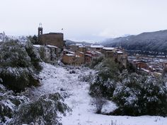 Snow fall in the old town (Feb. Tour Guide, Middle Ages, Old Town, Medieval, The Neighbourhood, Barcelona, Castle, Old Things, Tours