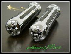 1 pair CHROME SKULL HAND GRIPS w/ awesome sku for Honda Shadow 600 750 1100 VTX 1300 1800 GL 1200 1500 new