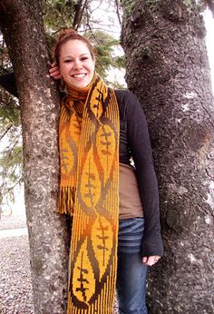 Boy do I like the idea of this double knit pattern...Leaves of Grass Scarf : Deep Fall 2013