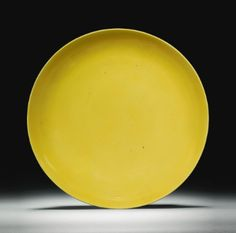 A LARGE YELLOW-GLAZED DISH QING DYNASTY, KANGXI PERIOD - Sothebys