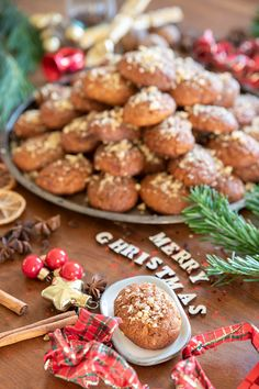 The Greek Christmas cookies Melomakarona are crunchy outside, juicy from honey inside and filled with crunched walnuts. Melomakarona Recipe, Greek Christmas, Traditional Christmas Cookies, Christmas Preparation, How To Make Cookies, Dessert Recipes, Desserts, Greek Recipes, Other Recipes