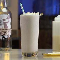 If you want to go nuts with a rum cocktail, you have to try this Crazy Banana. This banana-licious mixed drink combines rum cream, banana liqueur, coconut rum, cream of coconut, and a frozen banana for a cool, creamy treat that's guaranteed to leave you smiling a big ol' banana smile. Fancy Drinks, Yummy Drinks, Delicious Desserts, Rum Cream, Peach Lemonade, Alcholic Drinks, Tipsy Bartender, Cupcake Flavors, Coconut Rum