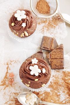 Chocolate Cupcakes with Chocolate Cream Ganache