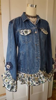 Super Sewing Projects Clothes Refashioning Old Jeans Ideas – Sewing Projects Denim And Lace, Sewing Jeans, Sewing Clothes, Mode Jeans, Denim Ideas, Denim Crafts, Recycle Jeans, Repurpose, Diy Jeans