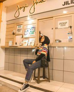 Modern Hijab Fashion, Street Hijab Fashion, Hijab Fashion Inspiration, Kpop Fashion Outfits, Ootd Hijab, Casual Hijab Outfit, Hijab Chic, Retro Outfits, Trendy Outfits