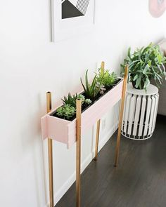 skinny planter stand diy (click through for tutorial) | diy things