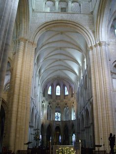 Church of Saint-Étienne at Abbaye aux hommes, Caen, France founded by William the Conqueror - This Early Gothic choir replaced the original Romanesque sanctuary in 1202