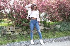 Uniwersalna biel #asics #gellyte zawsze spoko👌😉 Ogromny wybór modeli damskich butów sportowych z kolekcji Asics Lifestyle znajdziecie na 👉www.butyjana.pl Fot. Paulina Czepielewicz http://www.paulinye.com