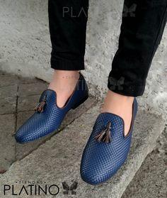 Loafer en piel tejida azul, suela de cuero, diseño exclusivo de Moon & Rain de Tiendas Platino #Loafers #HechoenMexico #ModaMexicana #shoes #slippers