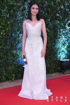 get abs tips Star Magic Ball Gowns, Celebrity Dresses, Celebrity Style, How To Get Abs, Oscar Dresses, Nice Dresses, Formal Dresses, Bright Stars, Star Fashion