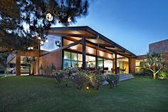 Casa do Sol 1: Casas tropicais por David Guerra Arquitetura e Interiores