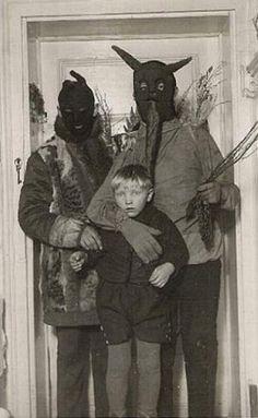 ~ 35 Creepy Cool Vintage Halloween Costumes ~