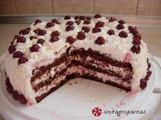 Μια τούρτα με μαρμελάδα φράουλα και τυρί κρέμα. Απλή, ανάλαφρη και πολύ νόστιμη.