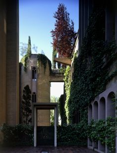 50a47f8fb3fc4b263f00001a_the-factory-ricardo-bofill_ricardo_bofill_taller_arquitectura_santjustdesvern_barcelona_spain_outdoorspaces_-11-