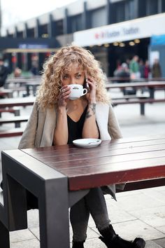 Blonde curly hair and coffee. Curly Hair Cuts, Wavy Hair, Curly Hair Styles, Natural Hair Styles, Natural Curl Hairstyles, Curly Medium Hairstyles, Big Curly Hair, Natural Curls, Curly Girl