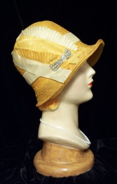ART DECO Gold White Pleated Silk Ribbon Natural Straw FLAPPER Cloche Hat 20s