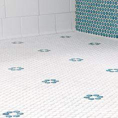Blue penny rounds replaced black ones—pried one by one out from their net backing—to lend the flower-pattern mosaic a custom look. Beach Bathrooms, Bathroom Kids, Bathroom Renos, Small Bathroom, 1950s Bathroom, Penny Tile Floors, Bathroom Floor Tiles, Penny Round Tiles, Timeless Bathroom