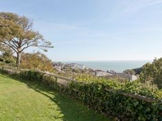 Holiday Accommodation, Isle Of Wight, Golf Courses, Coast, Country Roads