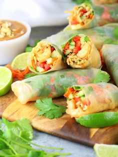 Shrimp Pad Thai Spring Rolls Recipe & Image - spring rolls on cutting board Healthy Family Meals, Healthy Crockpot Recipes, Cooking Recipes, Asian Recipes, Mexican Food Recipes, Thai Recipes, Thai Spring Rolls, Shrimp Pad Thai, Miami