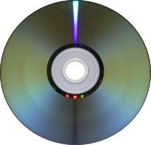 DVD(cd)- je formát digitálního optického datového nosiče, který může obsahovat filmy ve vysoké obrazové a zvukové kvalitě nebo jiná data. Při vývoji DVD byl kladen důraz na zpětnou kompatibilitu s CD, takže se mu DVD disk velmi podobá.