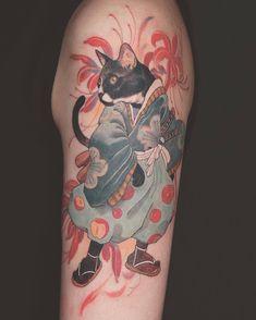 Les tatouages délicats de Kubrick Ho pour femmes - Tatoueur Kubrick Ho, couleur style auteur et tatouage oriental noir et gris Girl Tattoos, Tattoos For Guys, Portrait Tattoos, Tattoo Gato, Delicate Tattoos For Women, Japanese Cat, Japanese Sleeve, Japanese Tattoo Art, Colour Tattoo