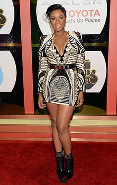 Jennifer Hudson looks flawless -- and shows off her new pixie! -- as she wears a cleavage-baring short dress at the Soul Train Awards.
