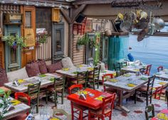 Restaurant in Greece.would love to have a restaurant and kitchen like this. Fonda Paisa, Outdoor Cafe, Outdoor Decor, Cafe Interior, Interior Design, Athens Greece, Cafe Design, Lounges, Restaurant Design