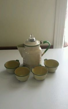 VINTAGE-ENAMEL-COFFEE-POT-4-CUPS-CREAM-GREEN