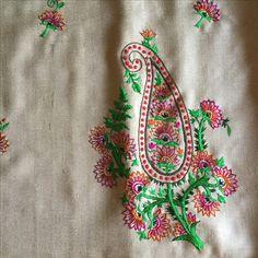 Kashmiri embroidery pattern Hand Embroidery Videos, Embroidery Works, Simple Embroidery, Embroidery Suits, Types Of Embroidery, Hand Embroidery Stitches, Hand Embroidery Designs, Embroidery Patterns, Kashida Embroidery