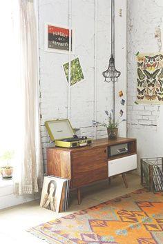 decoration, detail vinil, vinyl , shelf. frame, light, quadro, luz, albuns, decoração, estante, vase, plant, brick wall, parede de tijolos, wood, madeira