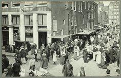 1912ca. Jodenbreestraat in Amsterdam bij de hoek van de Uilenburgersteeg