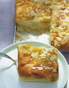 Aprikosen-Marzipan-Butterkuchen - Rezepte - [LIVING AT HOME]