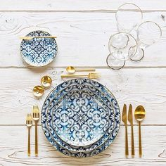 Adding texture is one of the quickest (and easiest) ways to make any table look and feel more expensive. Check out this post from @pryorevents Why don't you play around with bold patterns and colors on your #springwedding #tablestyling ���� http://gelinshop.com/ipost/1518025184387311252/?code=BURG9zDgKaU