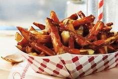 The best part about this classic poutine? The gravy is made using store-bought broth, so you don't have to make your own. With a few added aromatics, it has all the intense, meaty flavour of homemade. If you're really pressed for time, use frozen fries an Canadian Cuisine, Canadian Food, Canadian Recipes, Poutine Recipe, Canada Day Party, Humble Potato, Potato Dishes, Potato Recipes, Chicken Recipes