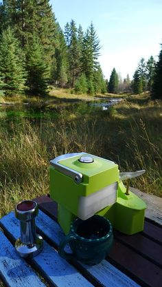 This portable espresso machine doesn't require any electricity. Use it anywhere! Perfect for car-camping!
