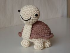 I made the cutest tortoise following the pattern that Stephanie Osborne  designed.          She has a nice site with some free patterns on i...