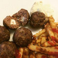 Voita ja Suolaa: Fetajuustolla täytetyt pekonilihapullat
